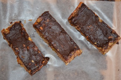 Layer the bars between parchment paper.